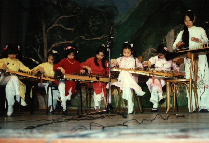 1997 Phượng Ca trên sân khấu Maubert
